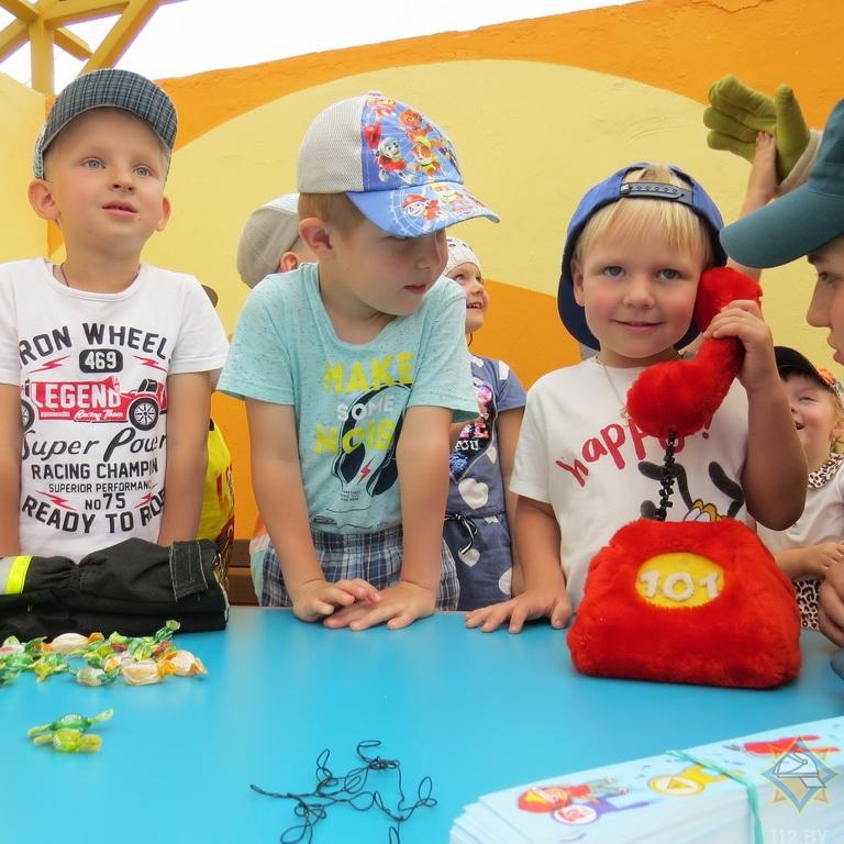 Как в Борисове спасатели учат детей правилам безопасной жизнедеятельности 2