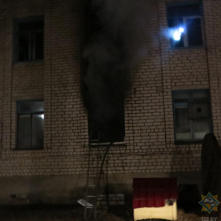 Прошлой ночью в Борисове горело административно-бытовое здание. Погиб человек 2