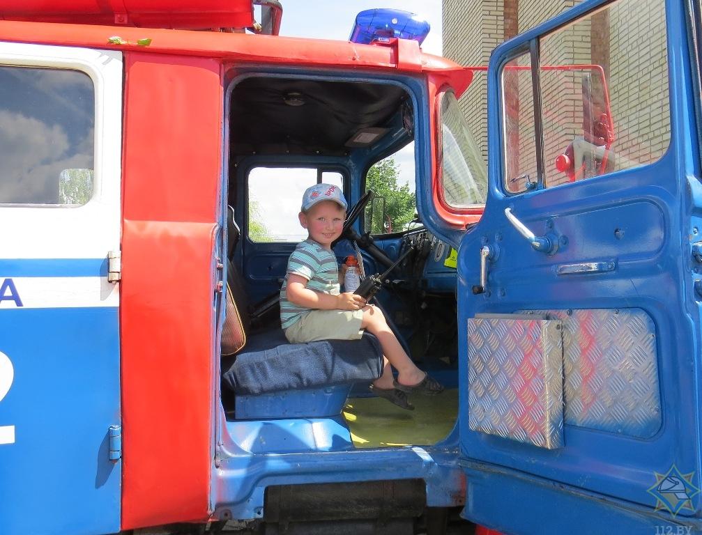 Борисовские пожарные продолжают напоминать о соблюдении правил пожарной безопасности 3