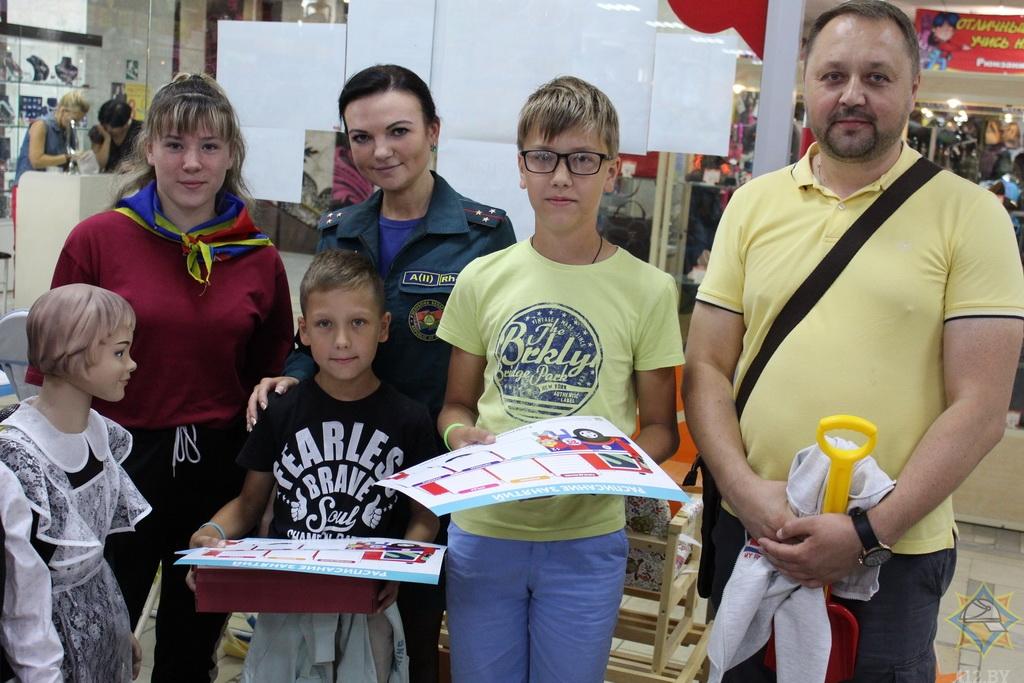 В Борисове работники МЧС провели урок безопасности в магазинах 1