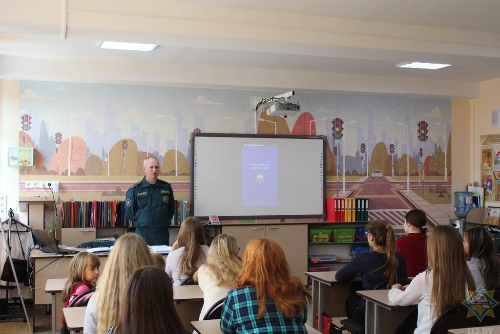 Как юные спасатели-пожарные из Борисова учат школьников безопасной жизни 2