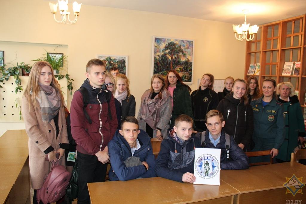 Как юные спасатели-пожарные из Борисова учат школьников безопасной жизни 3