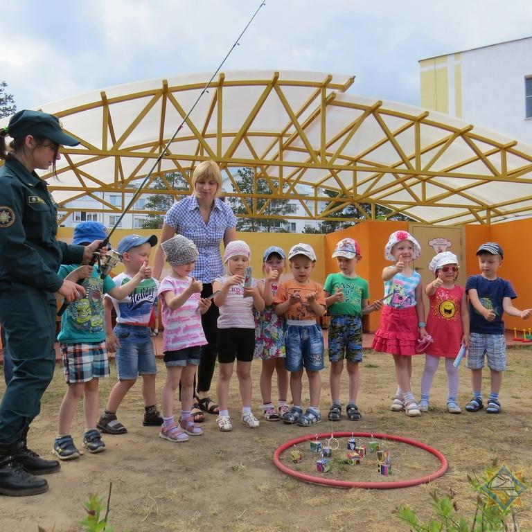 Как в Борисове спасатели учат детей правилам безопасной жизнедеятельности 1