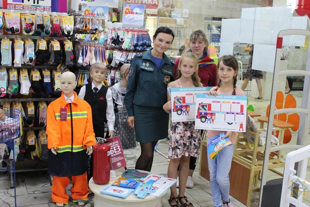 В Борисове работники МЧС провели урок безопасности в магазинах 2