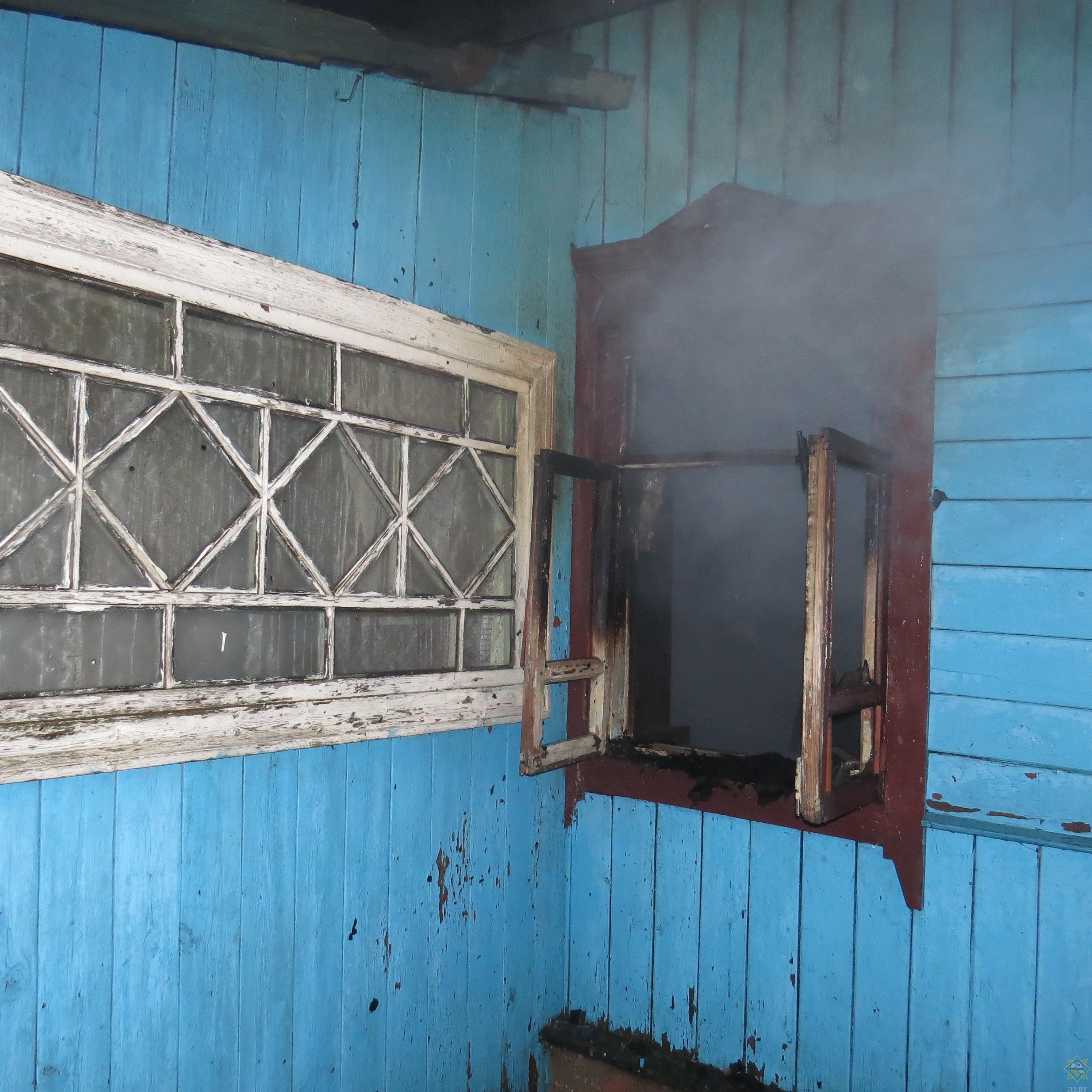 В Борисове из горящего дома спасли мужчину (фото) 1
